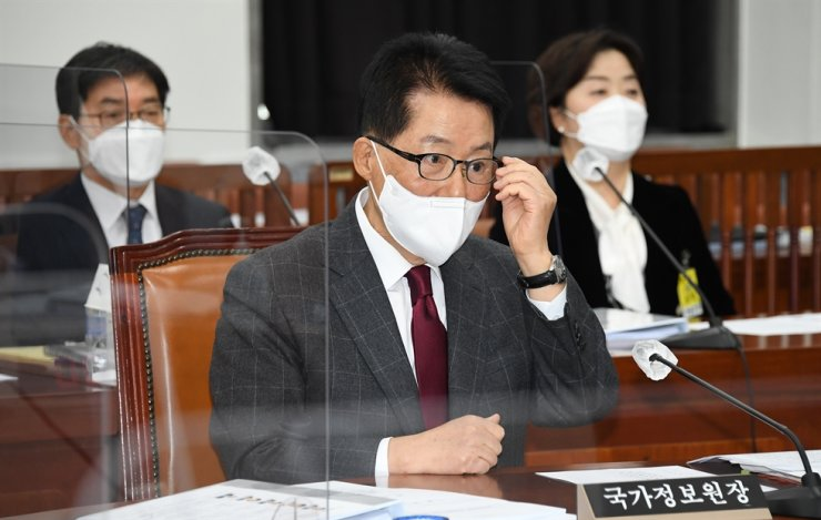 National Intelligence Service Director Park Jie-won attends a session of the National Assembly Intelligence Committee on Yeouido, Seoul, Tuesday. Yonhap