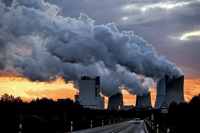 A recent joint study by Harvard and three universities from England has found that about 8.7 million deaths from 2018, or one in every five deaths, was caused by fossil fuel air pollution, more than double the previous estimate. Korea Times file