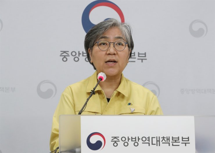 Korea Disease Control and Prevention Agency (KDCA) Commissioner Jeong Eun-kyeong speaks at a briefing on the vaccination plans held at its office in Cheongju, North Chungcheong Province, Monday. Yonhap