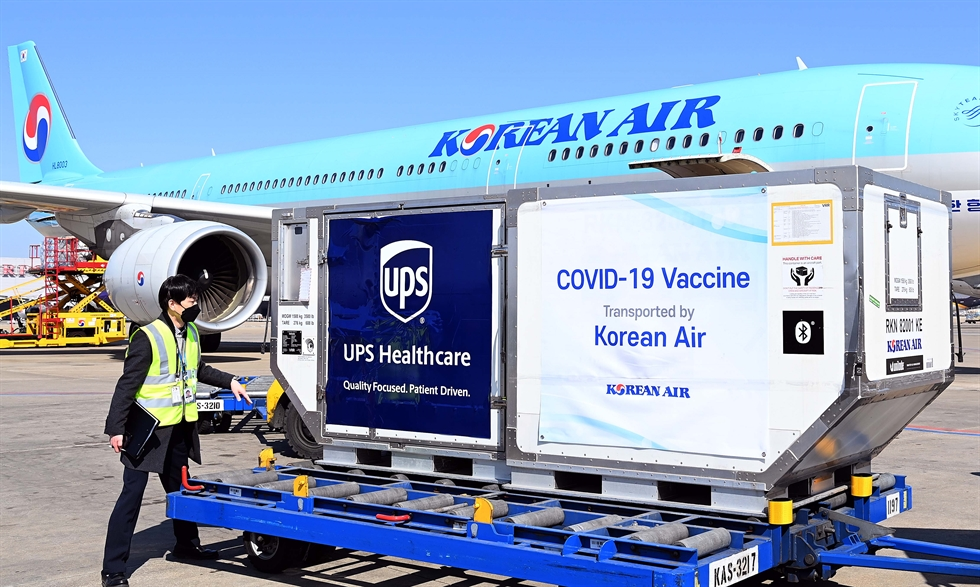 Containers of the Pfizer COVID-19 vaccine arrived at Incheon International Airport, Friday. Starting Saturday, the first group of some 55,000 medical workers at hospitals for virus patients will receive the vaccine shots, which are part of the World Health Organization's global vaccine COVAX Facility project. Korea Times photo by Shim Hyun-chul