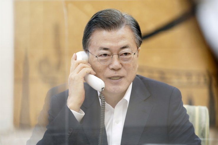 President Moon Jae-in speaks on the phone with U.S. President Joe Biden, Feb. 4, at Cheong Wa Dae. Courtesy of Cheong Wa Dae