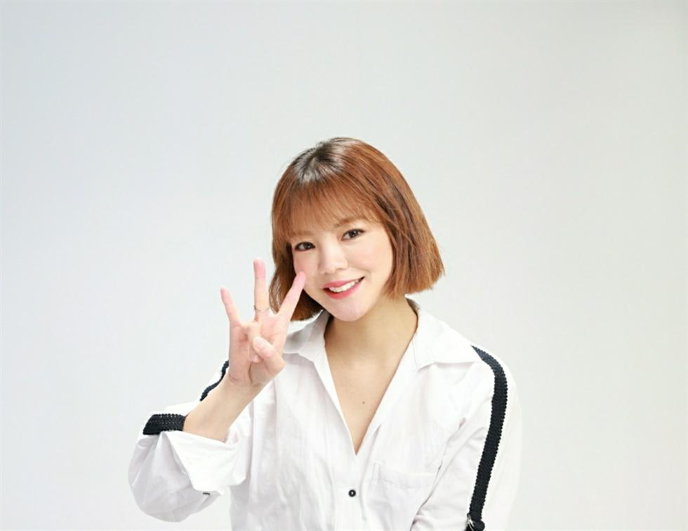 Sign language artist Saori Fujimoto performs K-pop giant BTS's ON (2020). Courtesy of Saori Fujimoto