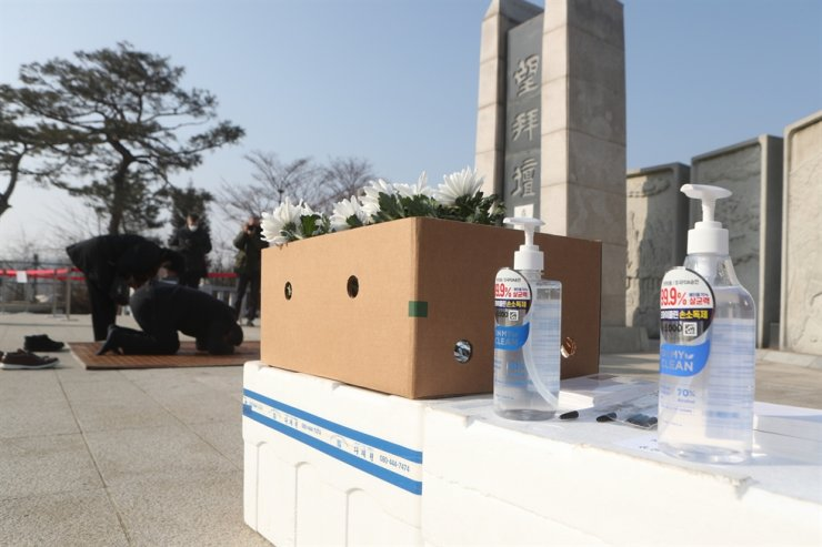 Hand sanitizers are beached for visitors at Imjingak, a tourist spot in the inter-Korean border region of Paju, Gyeonggi Province, on Feb. 12, the Lunar New Year day. Yonhap