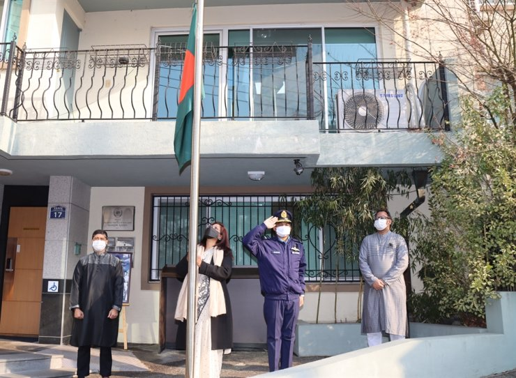 Bangladeshi Ambassador to Korea Abida Islam, second from left, hoists her country's flag at half-mast in front of the embassy in Yongsan-gu, Seoul, on Language Martyrs' Day and International Mother Language Day, Feb. 21. Courtesy of Embassy of Bangladesh in Korea