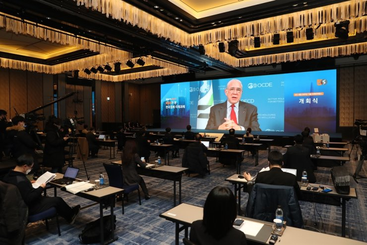 Angel Gurria, secretary-general of the Organization for Economic Cooperation and Development (OECD), delivers a speech during a conference to celebrate the 50th anniversary of the Korea Development Institute (KDI) at Four Seasons Hotel in Seoul, Wednesday. Courtesy of KDI