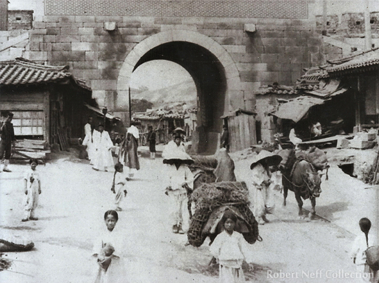 Gwanghwamun in the late 1890s or early 1900s / Robert Neff Collection