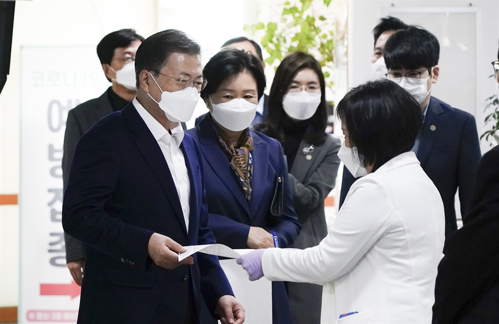 President Moon Jae-in receives a shot of AstraZeneca's COVID-19 vaccine at a public health center in Jongno District, Seoul, Tuesday. Yonhap