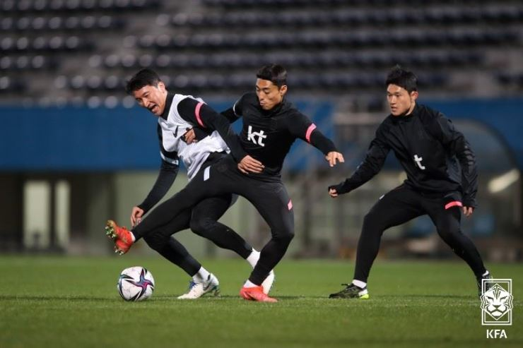 Korean football players practice at a stadium in Yokohama, Japan, March 23, ahead of their friendly game against Japan. Courtesy of Korean Football Association
