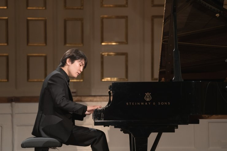 Pianist Cho Seong-jin performs at the digital 2021 Mozart Week held in Salzburg, Austria, on Jan. 27 / Universal Music