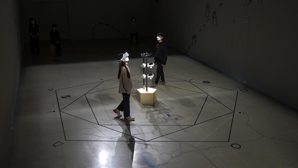 Seo Hyun-suk's VR performance 'X (Indifferent Spectacle)' at MMCA Seoul / Courtesy of Seo Hyun-suk