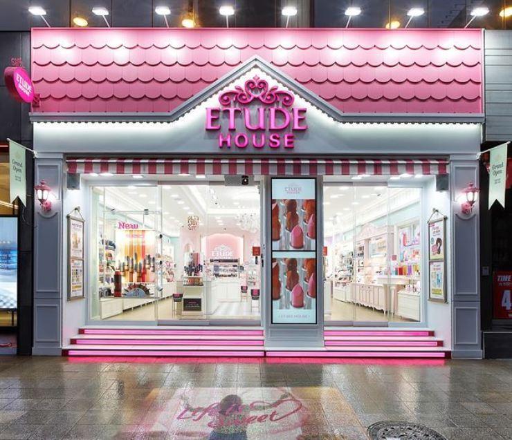 Etude House store in Dubai, United Arab Emirates / Courtesy of AmorePacific