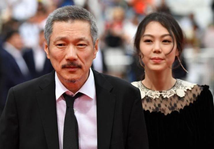 Film director Hong Sang-soo, left, and actress Kim Min-hee / Korea Times file