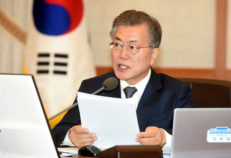 South Korean President Moon Jae-in holds a cabinet council meeting at Cheong Wa Dae. Korea Times file