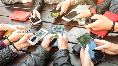 The National Human Rights Commission of Korea (NHRC) decided that parents' monitoring of their children's smartphone usage could be a violation of human rights. Gettyimagesbank