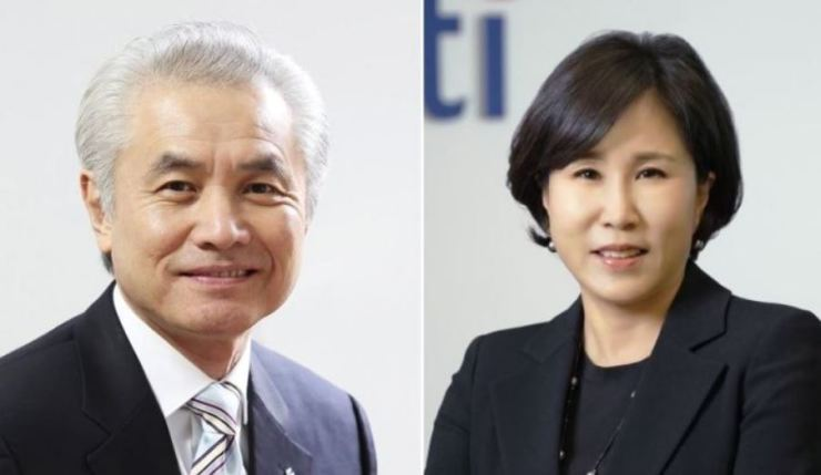 From left are Standard Chartered Bank Korea CEO Park Jong-bok and Citibank Korea CEO Yoo Myung-soon. Yonhap