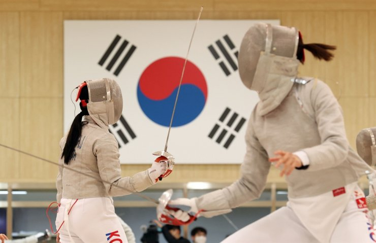 Fencers train at the Jincheon National Training Center in Jincheon, April 14. Team Korea is projected to win nine gold medals to finish 10th overall at the Tokyo Olympics, a U.S. sports data analysis company said Thursday. Yonhap