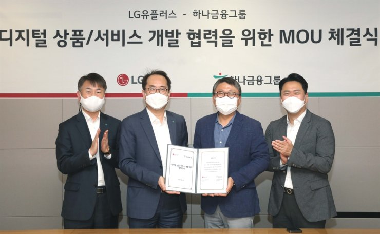 Executives of LG Uplus and Hana Financial Group pose after signing an agreement at the mobile carrier's headquarters in central Seoul, Friday, to cooperate in the development of digital-based products and services. From left are Hana Card Executive Director Lee Suk, Hana Card Senior Managing Director Kim Sung-joo, LG Uplus Senior Managing Director Im Kyung-hoon and LG Uplus Vice President Kim Nam-su. Courtesy of LG Uplus