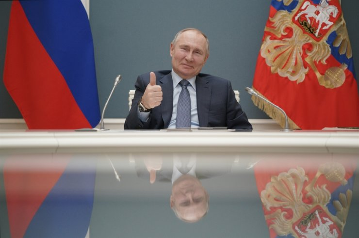 Russian President Vladimir Putin gives a thumbs-up as he attends a foundation-laying ceremony for the third reactor of the Akkuyu nuclear plant in Turkey, via a video link in Moscow, Russia March 10, 2021. REUTERS-Yonhap