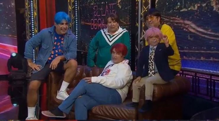 Five comedians on the Chilean show 'Mi Barrio' caused a stir with their racist parody of superstar K-pop group BTS. Capture from Twitter