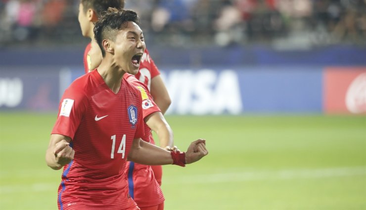 South Korean international midfielder Paik Seung-ho reacts after scoring a goal against Argentina during the FIFA U-20 World Cup group stage match at the Jeonju World Cup Stadium, May 23. / Yonhap