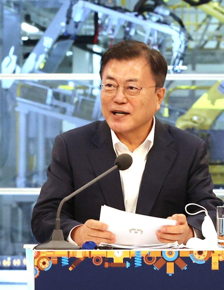 President Moon Jae-in speaks at an event for the Gwangju Global Motors (GGM), April 22. Yonhap