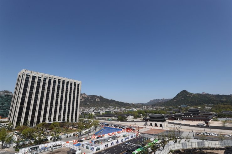This photo shows Gwanghwamun Square in Seoul on April 14. Yonhap