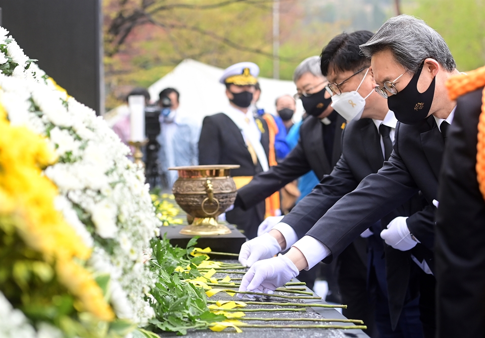 Family members of the victims of Sewol ferry disaster in 2014 mourn on waters near Jindo County, South Jeolla Province, where the accident happened, Friday. The day marked the seventh anniversary of the tragedy. Yonhap