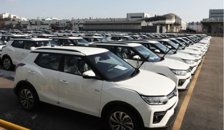 SsangYong Motor's Tivoli vehicles are lined up for sale in Pyeongtaek, Gyeoggi Province, in this file photo on Feb. 3. Yonhap