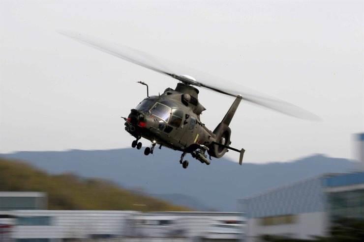 Flying LAH, a small-size fighter helicopter, is being demonstrated during a media day for national aircraft projects held at Korea Aerospace Industries' headquarters in Sacheon, South Gyeongsang Province, March 1, 2021. Courtesy of Kookbang Ilbo