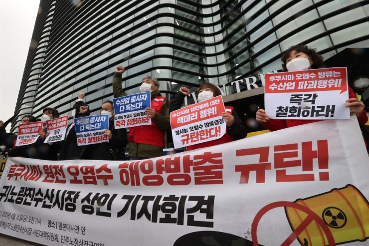 Merchants from a fish market in Seoul stage a protest in front of the Japanese Embassy in Seoul, Friday, against the Japanese government's recent decision to discharge contaminated water from the crippled Fukushima nuclear plant into the Pacific Ocean. Yonhap
