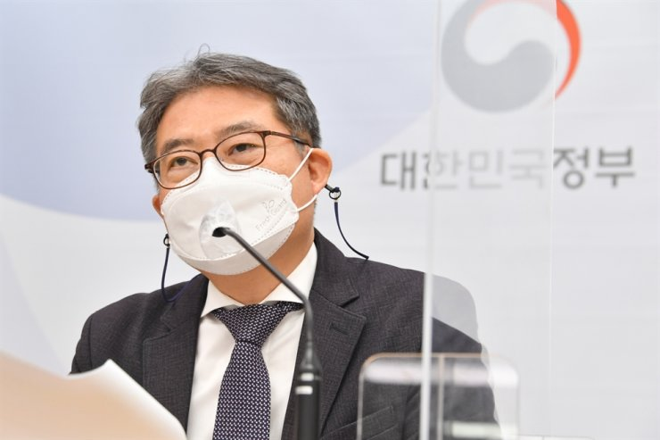 Ministry of Economy and Finance's fiscal management official Kang Seung-joon speaks during a briefing on Korea's financial status in 2020 at Government Complex Sejong, April 5. Courtesy of Ministry of Economy and Finance