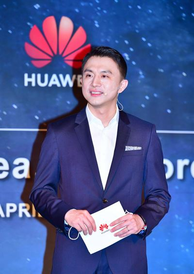 Huawei Korea CEO Sun Luyuan, center, speaks during the company's press conference at the Four Seasons Hotel Seoul, Tuesday. Courtesy of Huawei Korea