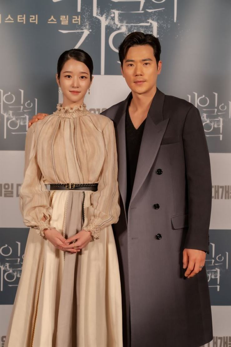 Actors Kim Kang-woo, right, and Seo Yea-ji pose during a press conference for 'Recalled' in Seoul, Thursday. Courtesy of iFilm Corporation, CJ CGV