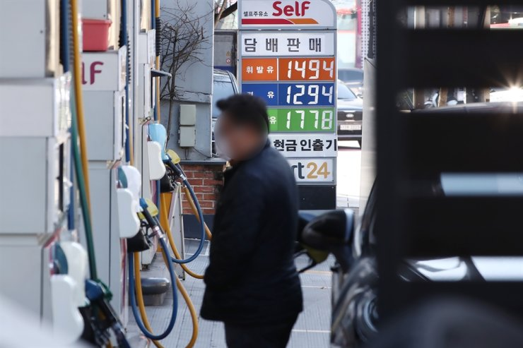 A man pumps gasoline into a vehicle at a gas station in Seoul. Yonhap