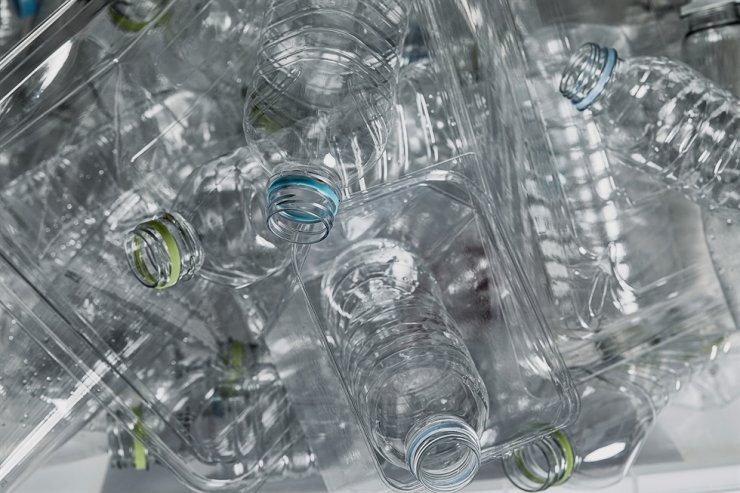 Transparent plastic bottles must be separated from other plastic waste for better recycling. / gettyimagesbank