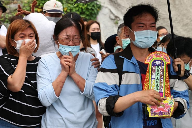 Relatives of the victims grieve near the site of the deadly accident, a day after a train derailed at a tunnel north of Hualien, Taiwan April 3, 2021. REUTERS-Yonhap