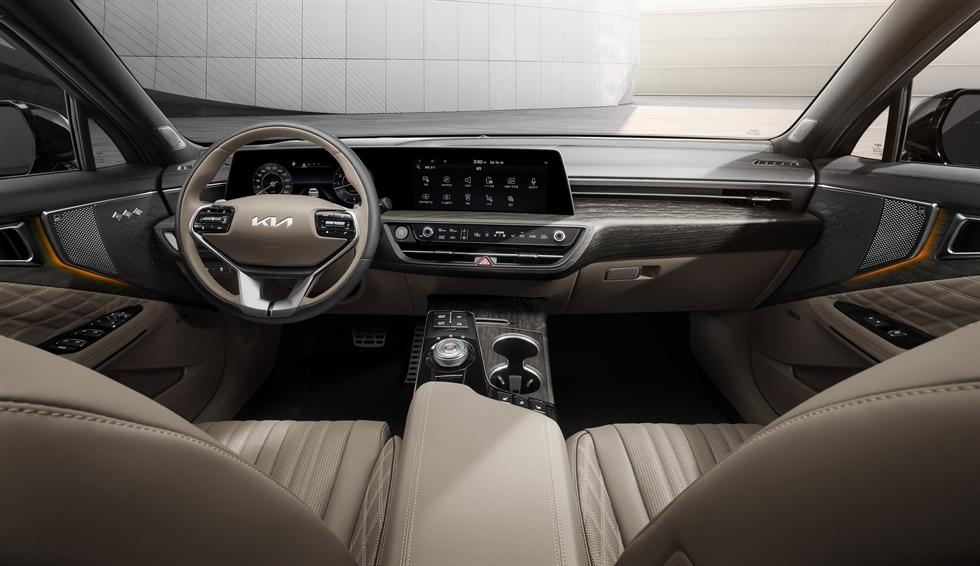 Kia K8 sedan / Courtesy of Kia Corp.