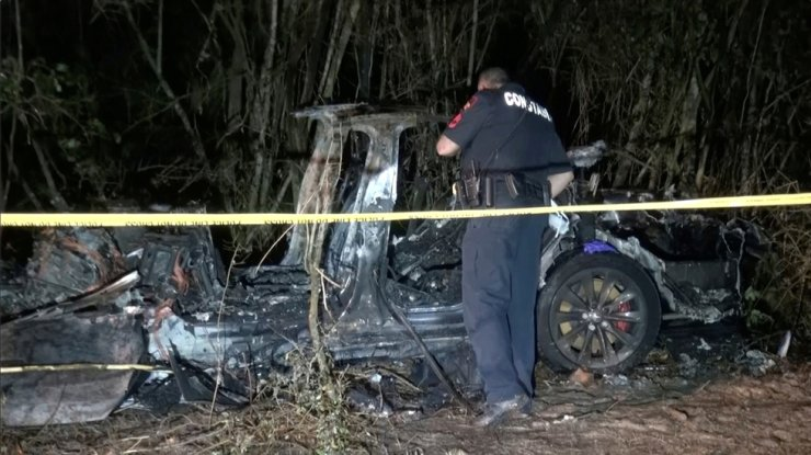 The remains of a Tesla vehicle are seen after it crashed in The Woodlands, Texas, April 17, in this still image from video obtained via social media. Reuters-Yonhap