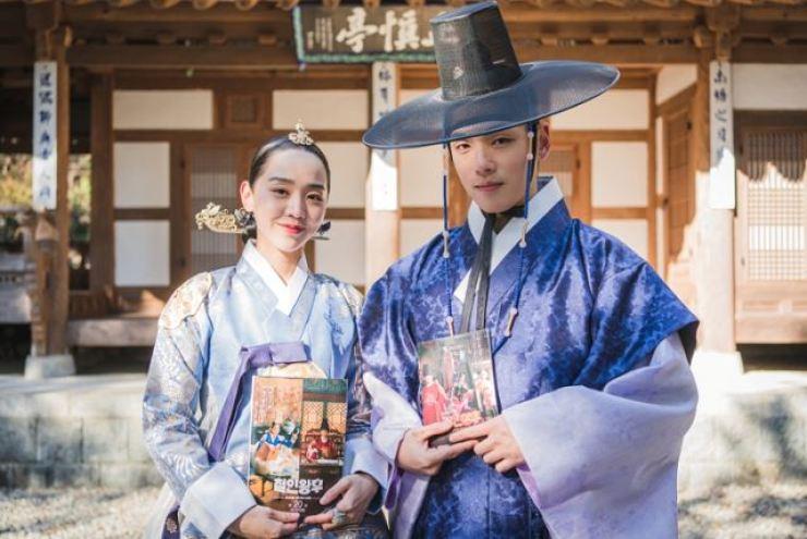 Shin Hye-sun, left, and Kim Jung-hyun, the lead actors of tvN drama, 'Mr. Queen.' Courtesy of tvN