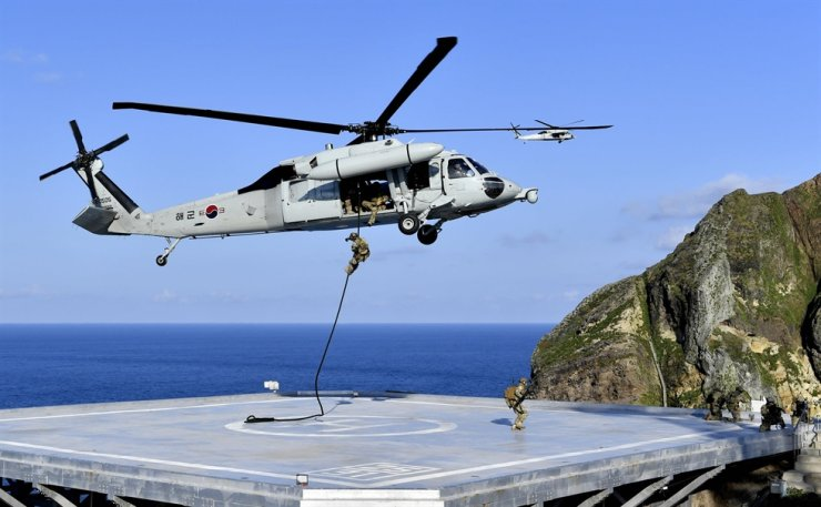 Members of South Korea's Naval Special Warfare Flotilla rappel down on Dokdo Island from a UH-60 chopper during a defense drill on the country's easternmost lands and waters, Aug. 25, 2019. Courtesy of Republic of Korea Navy