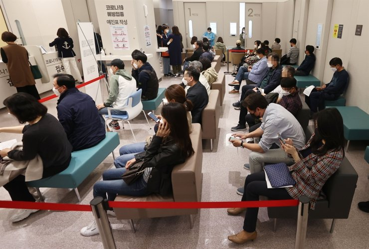 Citizens wait for COVID-19 vaccine inoculation at a hospital in Seoul, Monday, when AstraZeneca vaccination started for healthcare workers for the disabled and seniors, as well as airline crewmembers aged 30 or above. Yonhap
