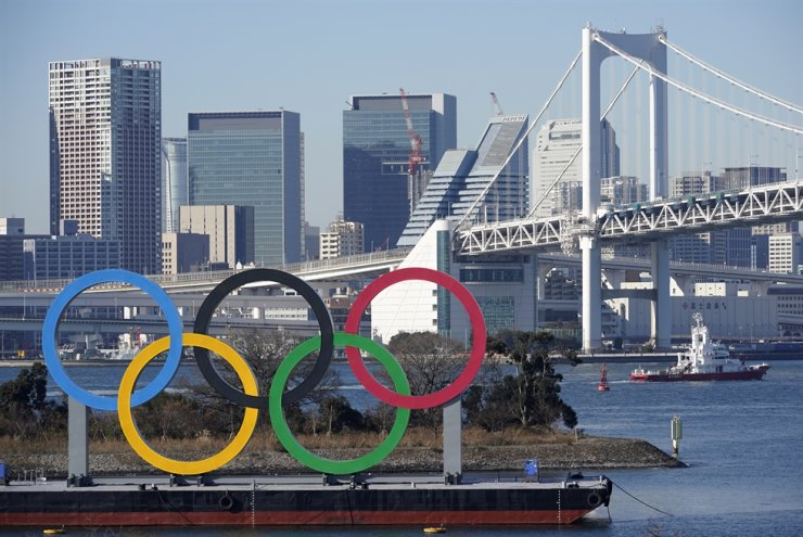 A giant Olympic rings monument is seen before the Rainbow Bridge at Odaiba Marine Park in Tokyo, Japan, January 13, 2021. EPA-Yonhap