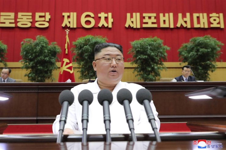 North Korean leader Kim Jong-un delivers a closing address at a three-day conference of cell secretaries of the North's ruling Workers' Party of Korea in Pyongyang, Thursday, in this photo released by the Korean Central News Agency, Friday. Yonhap