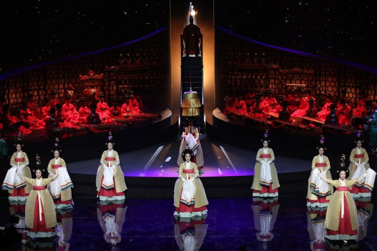 Performers of the National Gugak Center showcase the reinterpretation of 'Yajinyeon,' a night feast for Gojong of Korea dating back to 1902 at the center, Thursday. Yonhap