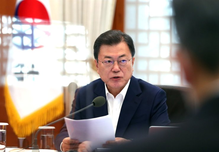 South Korean President Moon Jae-in speaks during a ministerial meeting at Cheong Wa Dae on April 15. Yonhap