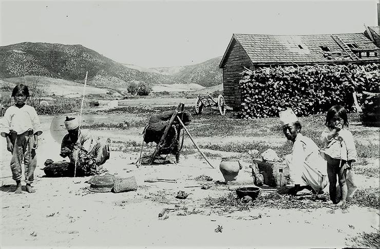 A Korean blacksmith shop, circa early 1900s / Courtesy of Diane Nars