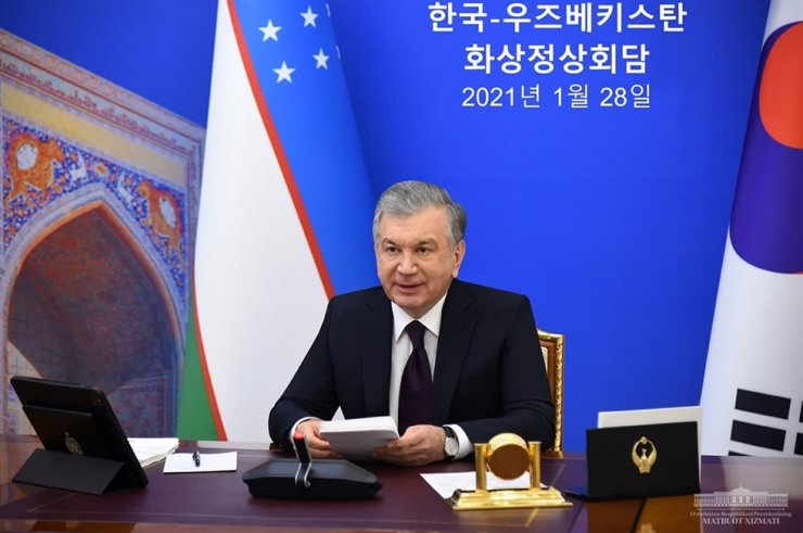 The Republic of Uzbekistan President Shavkat Mirziyoyev holds a video summit with Korean President Moon Jae-in in this Jan. 28 photo. Courtesy of Embassy of Uzbekistan to Korea