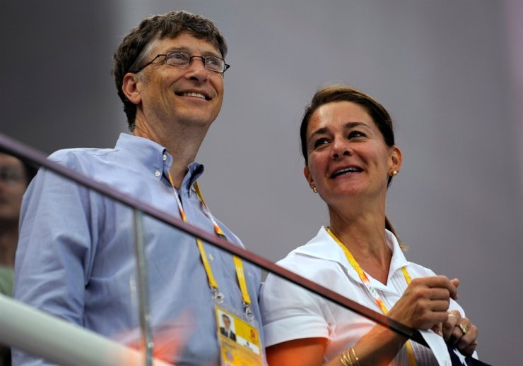 In this Aug. 10, 2008, file photo, Microsoft Corp co-founder Bill Gates and his wife Melinda Gates watch the swimming events at the National Aquatics Center during the Beijing 2008 Olympic Games in Beijing. Bill and Melinda Gates said Monday that they are divorcing. Reuters-Yonhap
