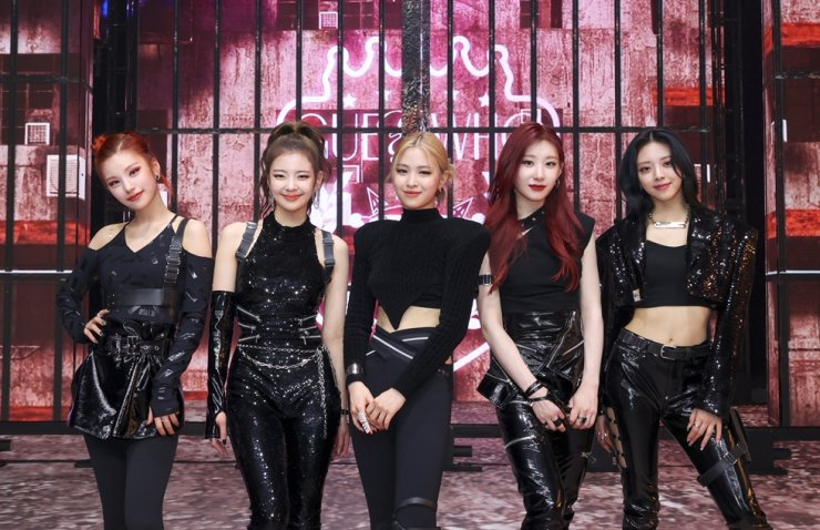 Members of K-pop girl band ITZY pose for photos during an online album showcase, Thursday. Courtesy of JYP Entertainment
