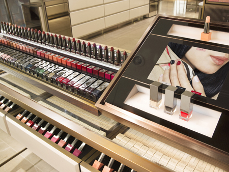 The photos show Burberry Beauty Box located in Coex Mall. Burberry opened this month its second Burberry Beuaty Box in Seoul. The British fashion house is known as one of the techonologically-advanced luxury brands. / Courtesy of Burberry